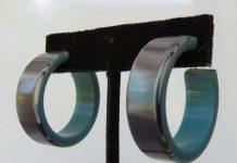 Bông tai dạng hoop màu xanh