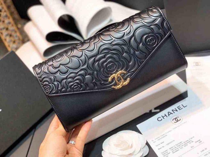 ví cầm tay nữ