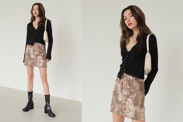 Cách phối áo len với chân váy ôm nữ tính