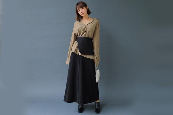 Phối áo sơ mi và chân váy đen dài
