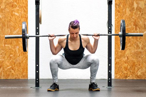 squat với tạ đòn
