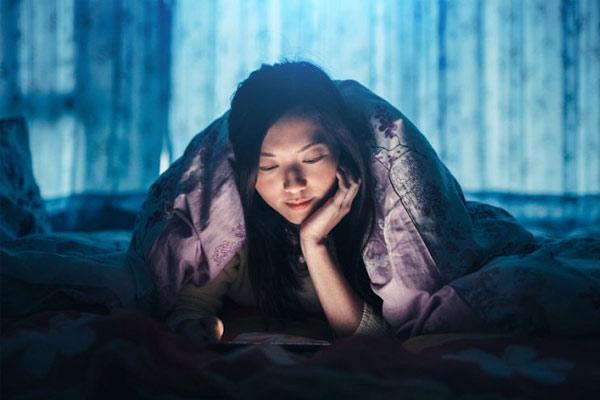 thức đêm có tăng cân không